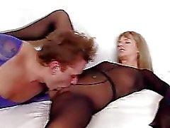 Dunne blonde tiener Bella Anne nylon fetish seksuele in