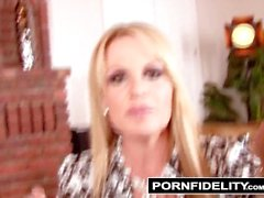PORNFIDELITY - Gianna и Келли делиться своими Грудное Kept Секретное