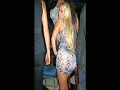 Blonde babe di Nicole Coco Austin è uno slideshow di Foto piccanti