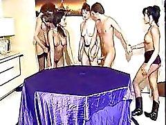 Klassieke porno uit 1990 met Tabatha Cash , Julia Chanel en Beatrice Valle