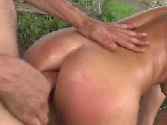 Sexy Bellina ist ein freches Bauernmädchen