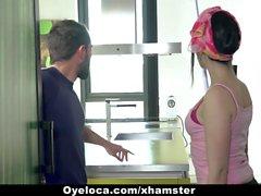 OyeLoca - Limpiador de Latinas limpia la casa y martillo !