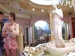 Luscious Japanse Babe wordt geneukt in het openbaar