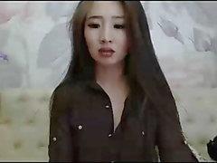 Сексуальная азиатская брюнетка и стрипы, длинные волосы