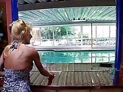 Milf zugeschlagen im Pool guy