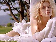 Jessica Alba vs Scarlett Johansson Rd 1 masturbazione sfide