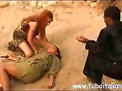 Awesome kimalaisemon kutsuva kinkkua lompakko humps jotkut sotilaat