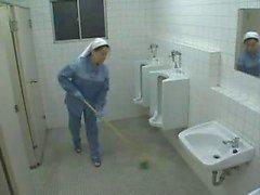 Aziatische Verpleegster En Schoonmaakster Hulp Een patiënt Jerk Off