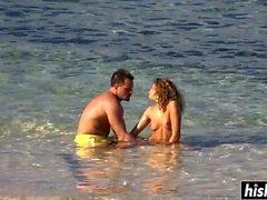 niñas irresistibles follan en la playa