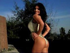 Denise Milani a sexy dans un seul morceau - la non nudité