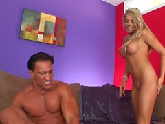 Hot Blonde Shawna Lenee monta un Dick