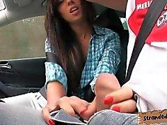 Adolescente de a Gina de Devine follada en el asiento trasero