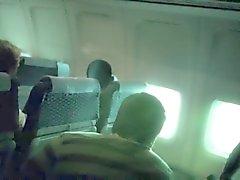 Рискованный вуайерист Кэм Мигает во самолета