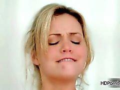 Sexy blonde babe uit HDLove krijgt geil part2