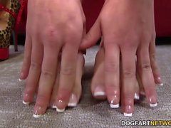 Eva Angelina si masturba la BBC coi piedi sexy