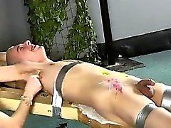 Bellezas homosexuales XXX Decana se cosquillas en , cera super- jodidamente caliente vertido de O