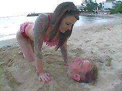 Femdom na praia