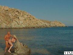 VIXEN Kendra Sunderland intohimoinen seksi rannalla