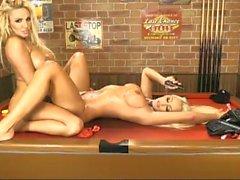 Lucy Summers und Dannii Harwood 2 für 1