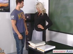 Seks öğretmeni Emma Starr sınıfta horoz alır