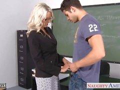 Sex-Lehrer Emma Starr nehmen Schwanz im Klassenzimmer