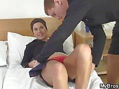 La sua moglie fa schifo e cavalca il all'altro il cazzo !