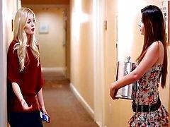 Charlotte en Natasha vrijen