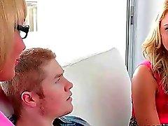 Madres para Coger Melanie se une adolescentes sexuales tres vıas