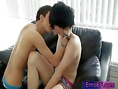 Pierced homo emo teen gezogen