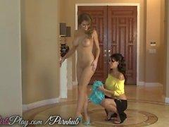 Deux grandes les lesbiennes mésanges doigter les uns des autres