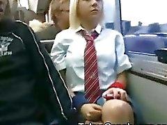 Witte schoolmeisje in Japan Bus !