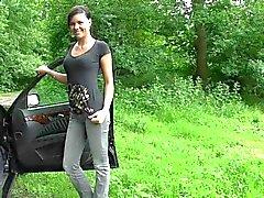 brunettes soins du visage allemand nudité en public
