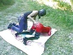 Bisarrt slampa fist körd utomhus i hennes gapande cu