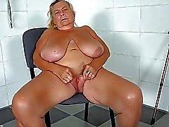 OldNanny Deux lesbiennes léchage chaud et se masturber