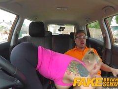 Fake Driving School Tetas grandes babe Folla a su instructor para pasar su prueba