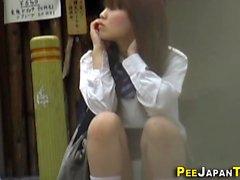 Ragazzi giapponesi adolescenti pubblici