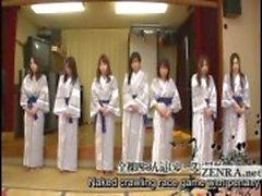 Ondertiteld groep Japanse milfs strip voor racespel