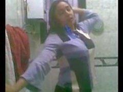 Las mujeres calientes egipcios mostrar su cuerpo en cuarto de baño