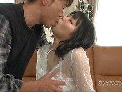 Elle taquine un nettoyeur de cul en utilisant son trou de cul - Mikan Kusunok