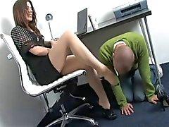 Поклоняясь в офис