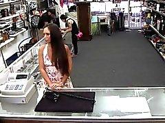 No hay ni teléfono robada para la tienda, pero en cambio un video de espiar coño