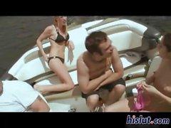 Splendida bionda fa scopare su uno yacht