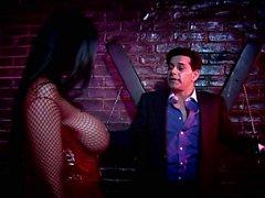 Slutty fairytail bak Carmella Bing bir zindanda fuck isteklidir