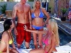 Mujeres sexy de Emma de Starr , de Jessica Jaymes ya Nikki Benz compartir gallo