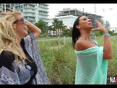 Dos mamás follan a Alexis Fawx, Rachel Starr
