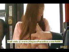 De Rio asian teen babe conseguir su coño acarició en el bus