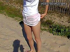 18 jaar oud tiener naakt op strand