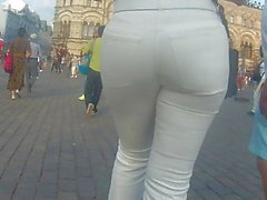 mégots juteux big MILF sexy dans des pantalons serrés