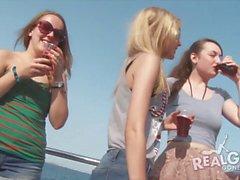 gli adolescenti reali a parte che yacht