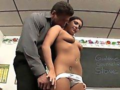 Tiffany dulce seduce a su profesor Stud con sus tetas adolescentes